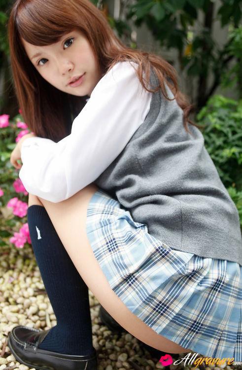 Topless asiatisches Mädchen in Röcken — bild 3