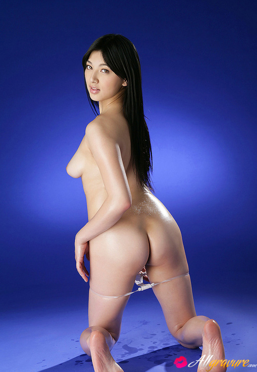 asian-naked-pussy-girl-oiled-fucking-nude