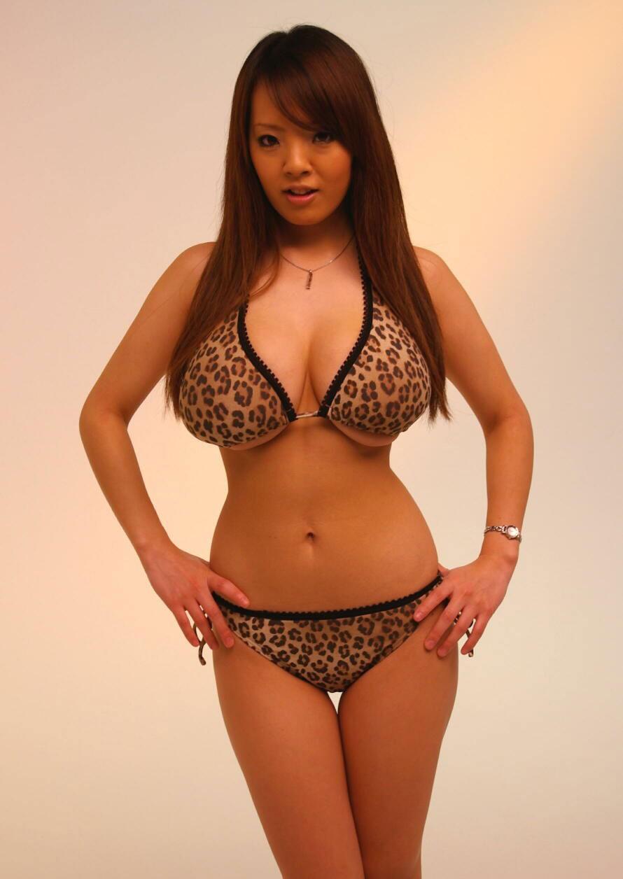 Hitomi tanaka bikini porn opinion