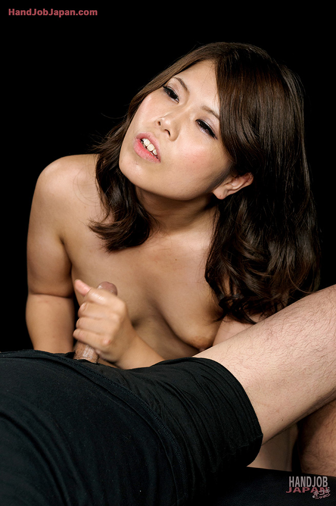 japaneesegirl-do-handjob
